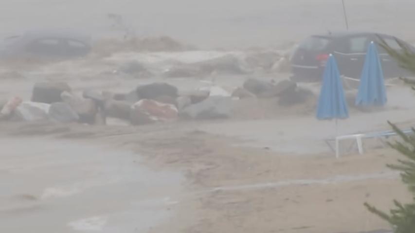 Три лица загинаа во поплавите во Русија