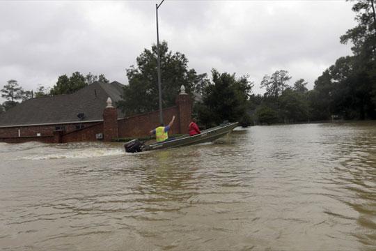 Поплави во Тексас и во Монтана, спасени 140 деца