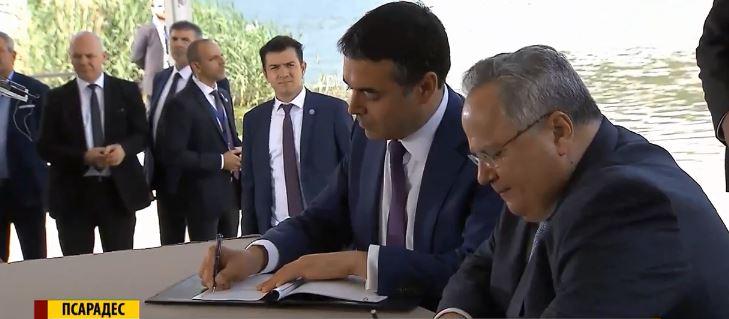 ФОТО: Спречен инцидент за време на потпишувањето на Договорот меѓу Македонија и Грција