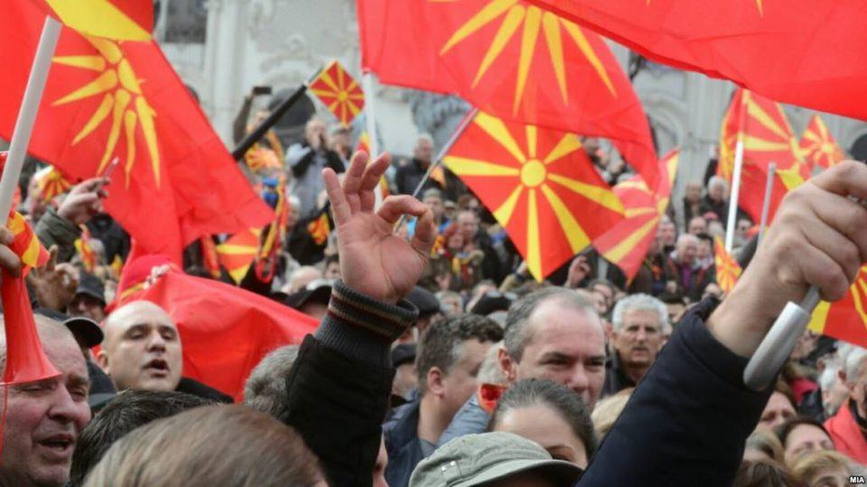 """""""Ако видите лице со фантомка, симнете му ја"""", повикаа организаторите на протестот"""