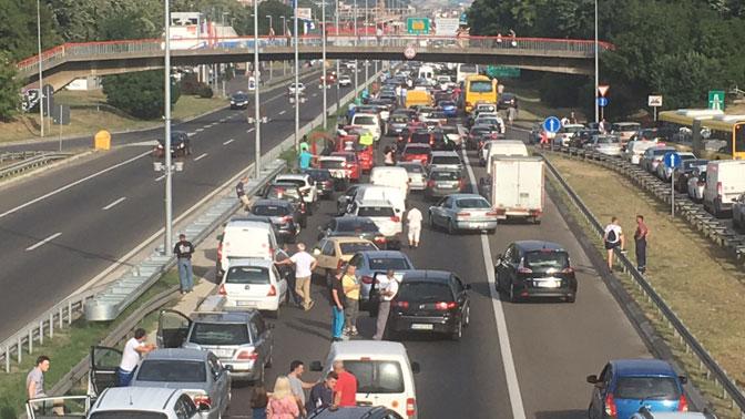 Протести во Србија поради цени на горивата, блокирани Белград, Нови Сад, Ниш, Крагуевац, Ибарска магистрала