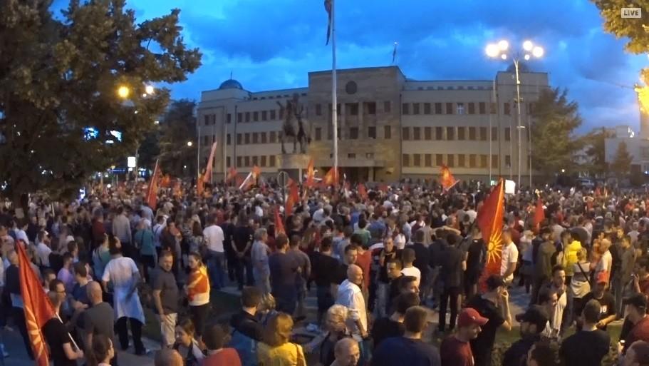 Мицкоски: Ги поздравуваме сите мирни протести кои се против капитулантското дело на Заев