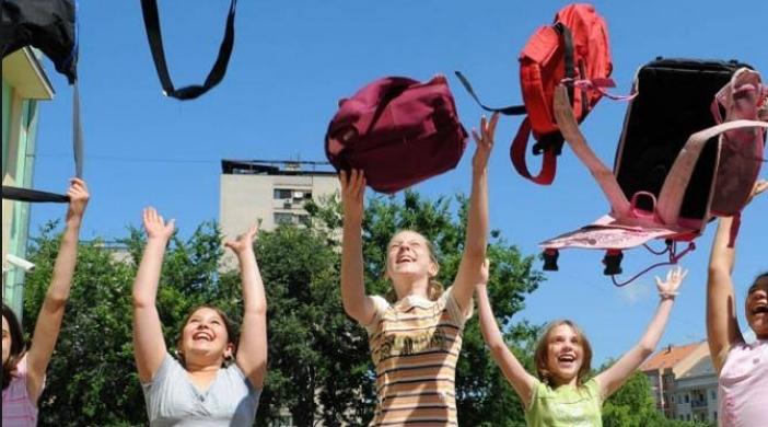 Почнува летниот распуст за учениците