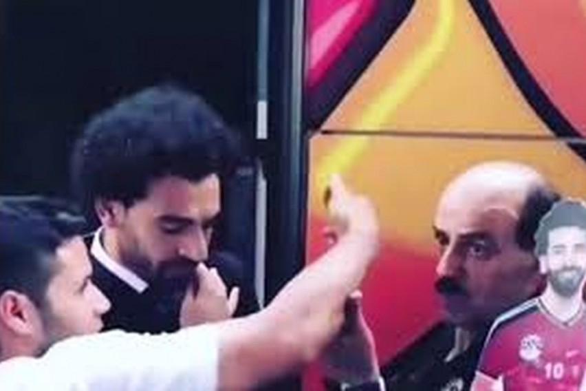 ВИДЕО: Невнимателен навивач правеше селфи и заборави на повредата на Салах