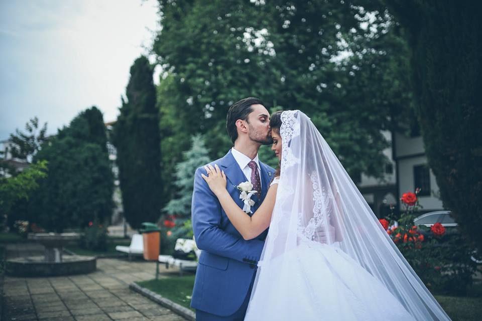 Се омажи убавата македонска пејачка: Симона и Крис блескаа од љубов (ФОТО)