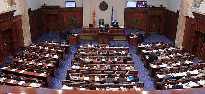 Во Собранието пауза, ВМРО-ДПМНЕ се противи на измените на Изборниот законик
