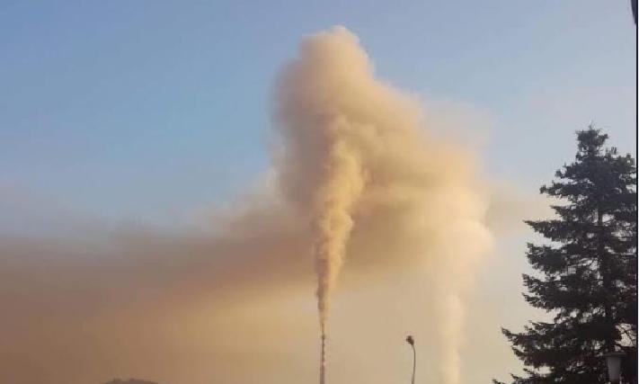 Владата и ЕЛЕМ прават еколошки геноцид на Кичево: Согоруваат пепел во ТЕЦ Осломеј, канцерогена маса над градот (ВИДЕО)