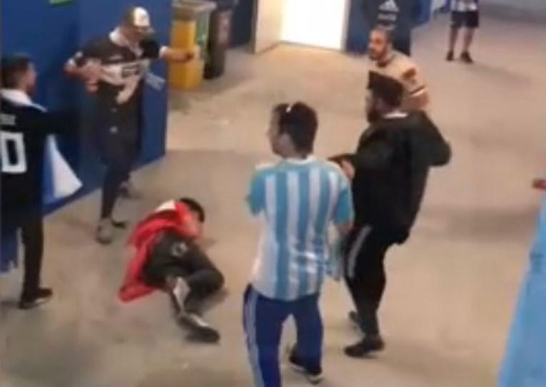 ВИДЕО: Аргентинци збеснаа и претепаа хрватски навивачи