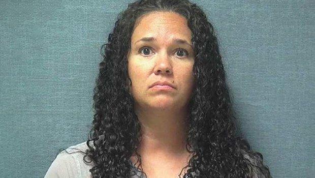 Професорка имала секс со тројца ученици: Се состанувале после наставата, а сега заврши во затвор- тоа не е се (ФОТО)