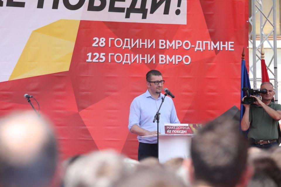 Мицкоски: Македонија е нашето име кое се изговара со особена чест и достоинство, сме биле и ќе продолжиме да бидеме горди Македонци