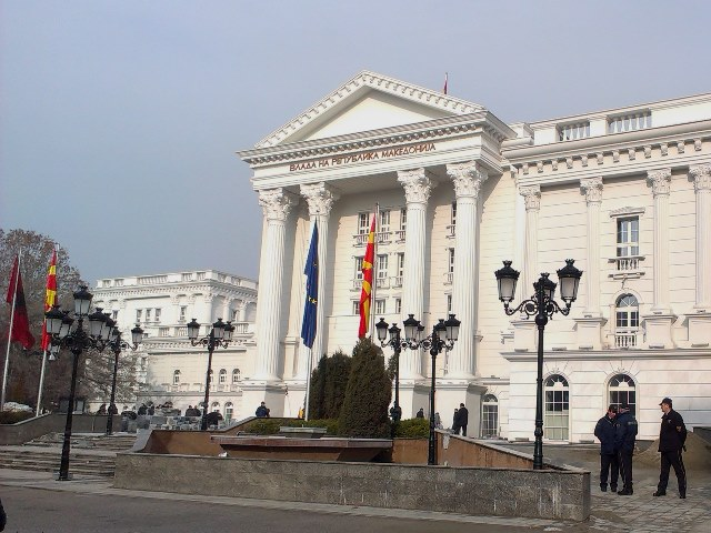 Заев засега не планира реконструкција на Владата