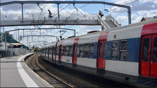 Воз се преврте кај Париз, има повредени