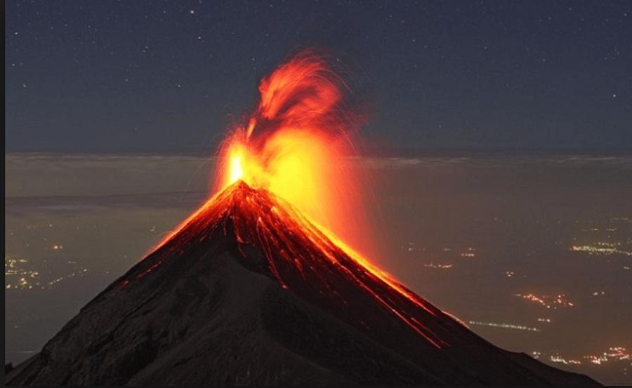 Вулканот Попокатепетл исфрла чад во висина од еден километар