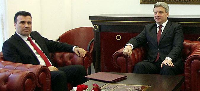 Заев и Димитров ќе го информираат Иванов за договорот со Грција