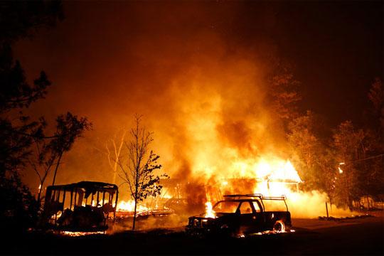 Калифорнија: Прогласена е вонредна состојба во Санта Барбара поради пожар