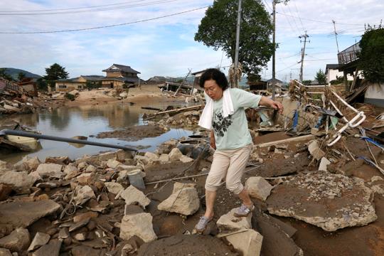 Стотина загинати, десетици исчезнати по поплавите во Јапонија
