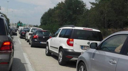 Зголемен интензитетот на сообраќајот на патиштата, еве каква е состојбата на граничните премини