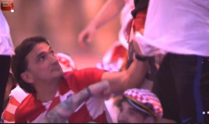 Целиот свет се воодушеви: Погледнете што направи Далиќ додека Вида се качи на кровот од автобусот и танцуваше (ФОТО)