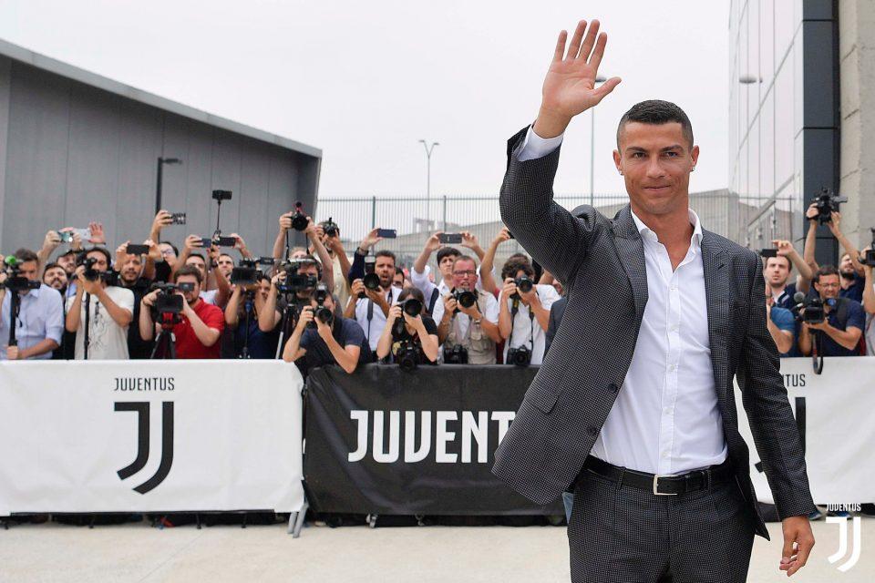 ФОТО: Роналдо пречекан од стотици навивачи на Јувентус
