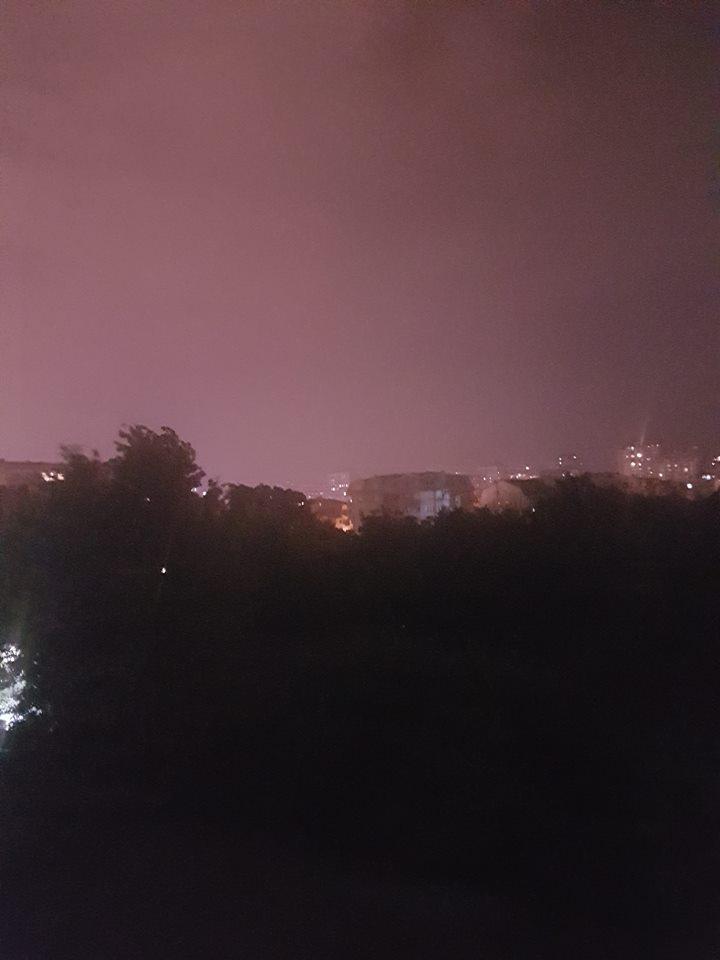 ФОТО: Дожд и грмежи во форма на невреме вечерва го зафати Скопје