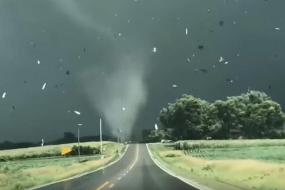 АПОКАЛИПТИЧНИ СЦЕНИ: Прогласена катастрофа- страшно торнадо опустоши американска држава (ВИДЕО)