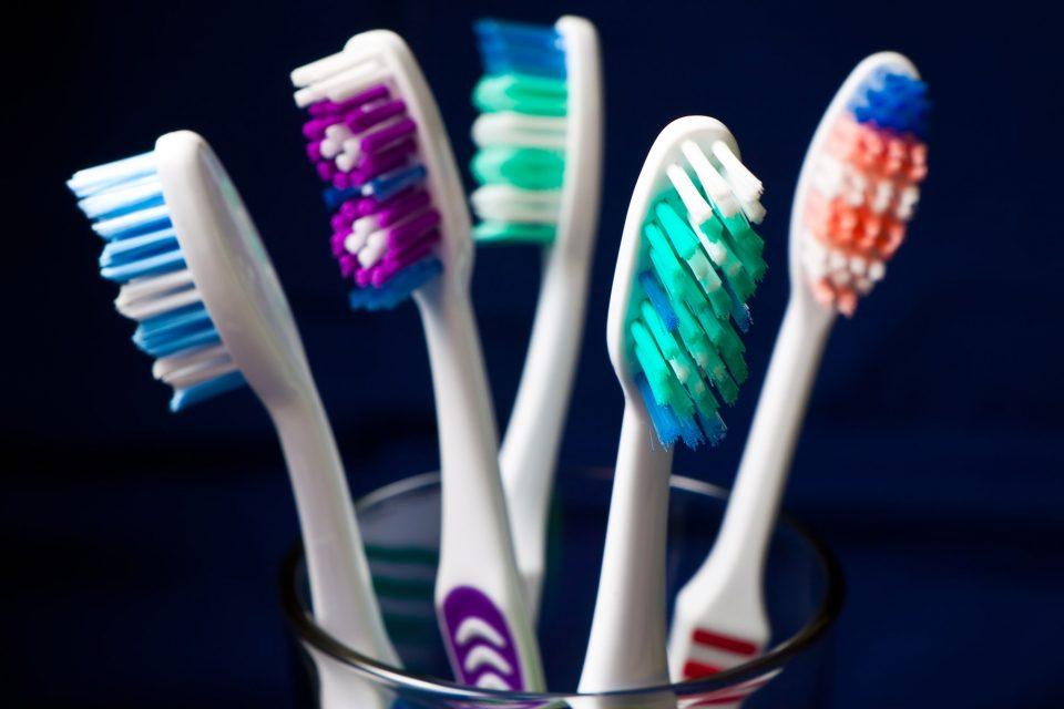 Колку често треба да ја менувате четката за заби?