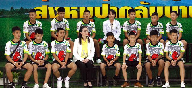 Тајландските деца за прв пат по спасувањето се појавија во јавност
