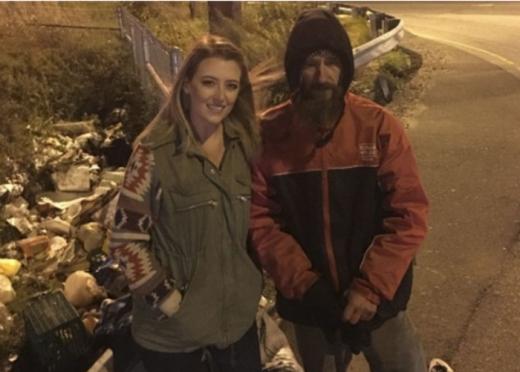 Ќе ја памети целиот живот: Бездомник и ги дал последните 20 долари, а таа за него собрала вистинско богатство