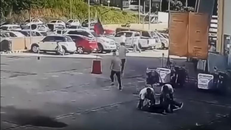 ВИДЕО: Градоначалник убиен пред целата јавност