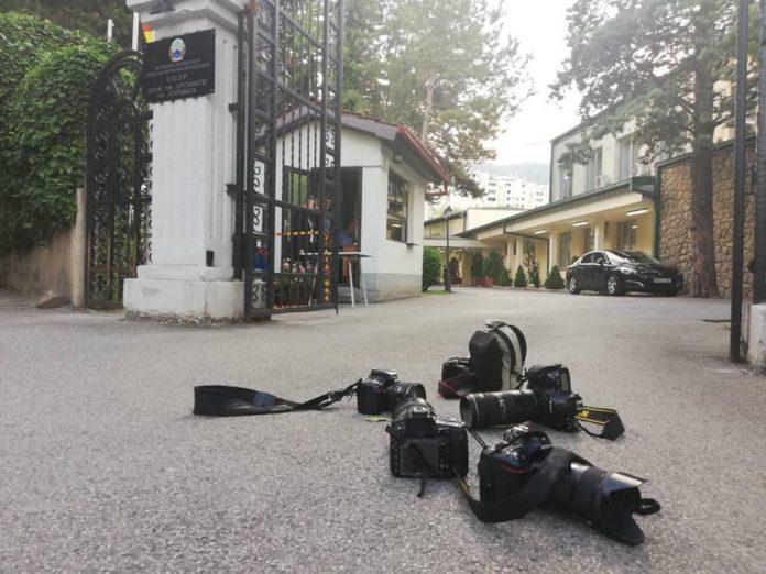 Советникот на Заев, Забрчанец им забрани на фоторепортерите да си ја вршат работата