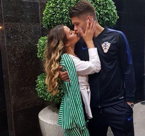 Репрезентативците подзинаа од оваа поза- кога ќе ја видите девојката на младиот фудбалер на Хрватска ќе паднете во транс (ФОТО)