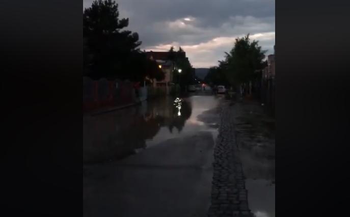 Невреме во Ѓорче Петров, на улиците вода до колена (ВИДЕО)
