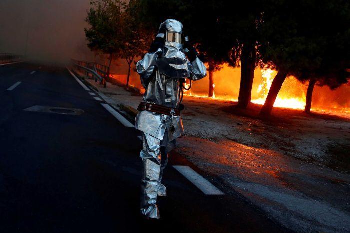 Грција: 20 функционери осомничени за пожарот во кој загинаа 99 лица