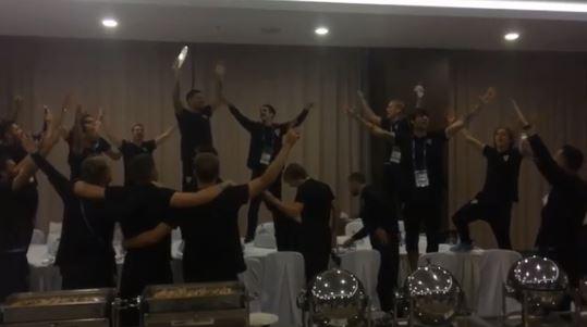 """ВИДЕО: Хрватските репрезентативци го """"запалија"""" хотелот, качени на маси пееја и славеа"""