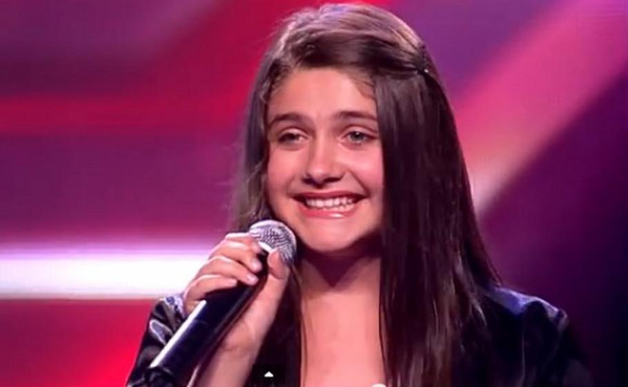 """Слаткото девојче од """"Х-фактор"""" блесна во бело- Илма Карахмет се омажи, а пејачот од истото шоу и стана кум (ФОТО)"""