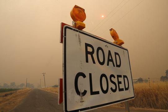 Стотици евакуирани поради пожар во Калифорнија