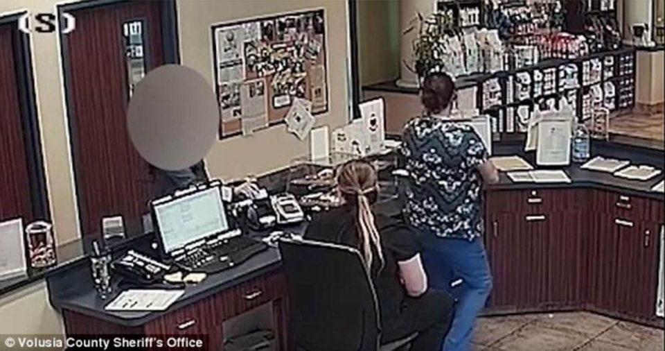 Неверојатна драма во ветеринарна клиника: Жена скришно на вработените им достави порака, а тие викнаа полиција (ВИДЕО)