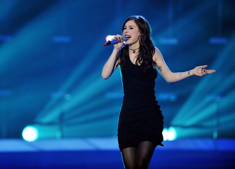 Пред осум години победи на Евровизија како тинејџерка- денес очите ќе ви испаднат кога ќе ја видите Лена без градник на себе (ФОТО)