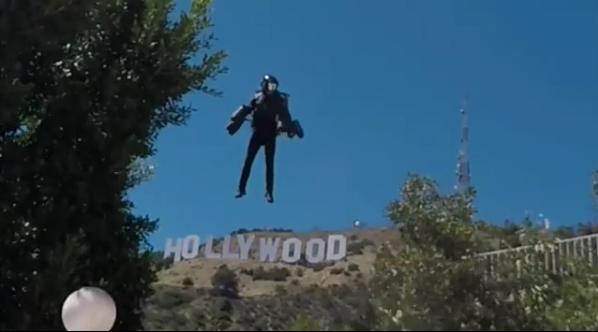ВИДЕО: Човек за прв пат полета без крила