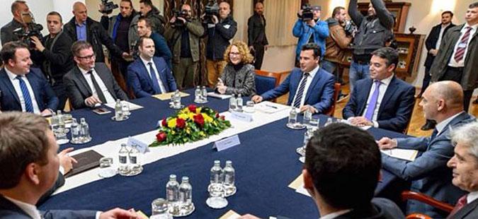 Заев повика лидерска средба за подготовка на референдумот