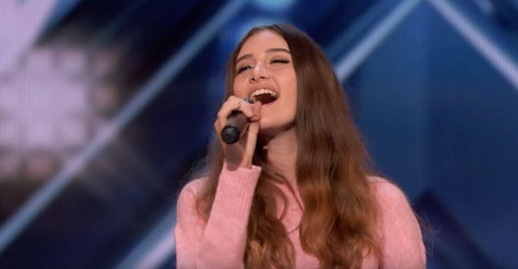 ВИДЕО: Жирито полуде по 15 годишното девојче, нејзиниот глас ги воодушеви сите