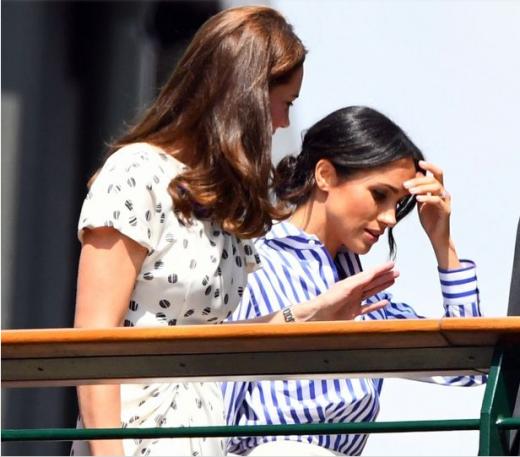 Цела нација праќа честитки- овој детаљ ја издаде бремената Меган Маркл која го покажа трудничкото стомаче (ФОТО)