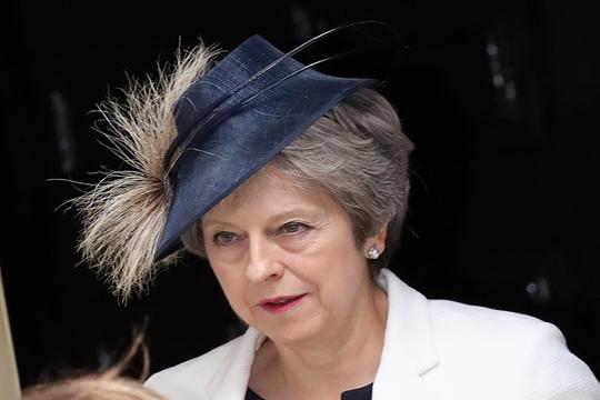 Прва седница на новата британска Влада – Меј се обидува да ја спаси Владата