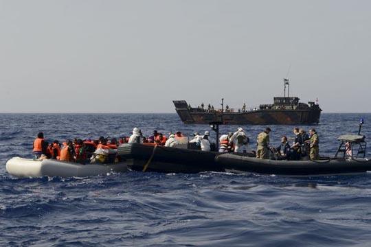 Шпанија: За викендот спасени 325 имигранти