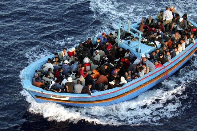 Шпанските служби спасиле 450 мигранти