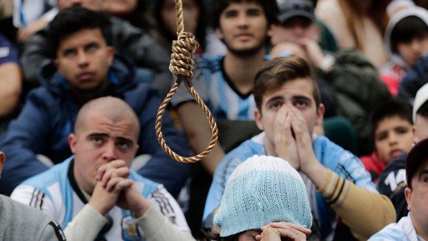 Уште едно самоубиство на СП- се обесил по поразот на Аргентина