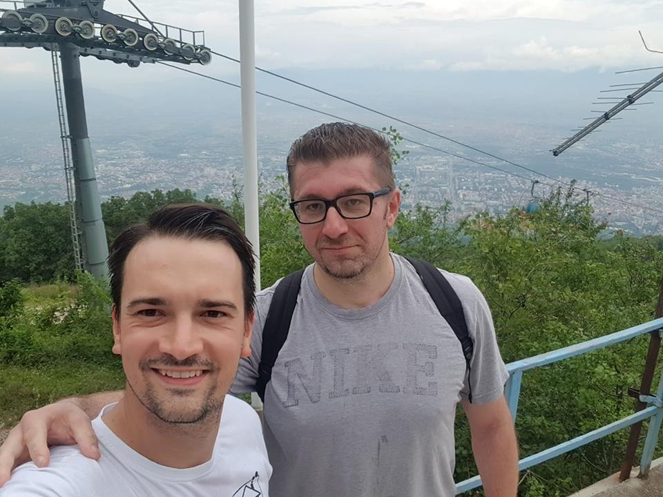 Мицкоски и Нелоски се искачија на Водно, утре ќе маршираат во Струмица