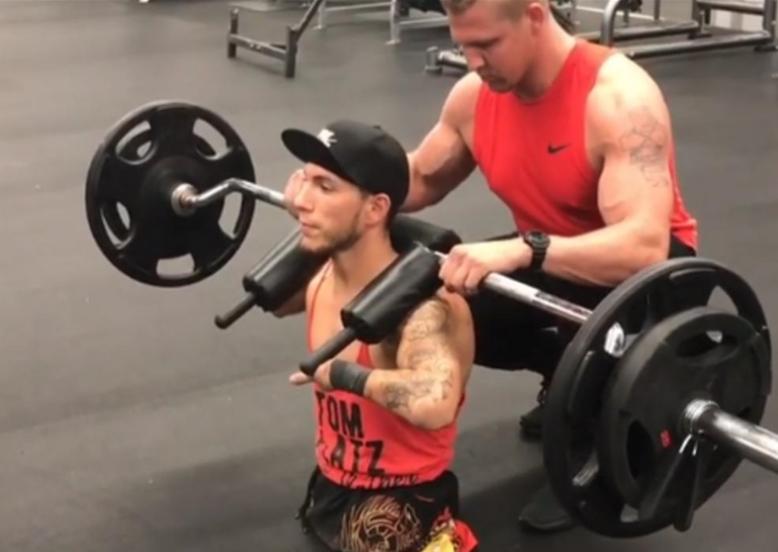Нема изговор за неуспех: Кога ќе видите како момче без нозе и раце тренира во теретана, поинаку ќе гледате на животот (ВИДЕО)