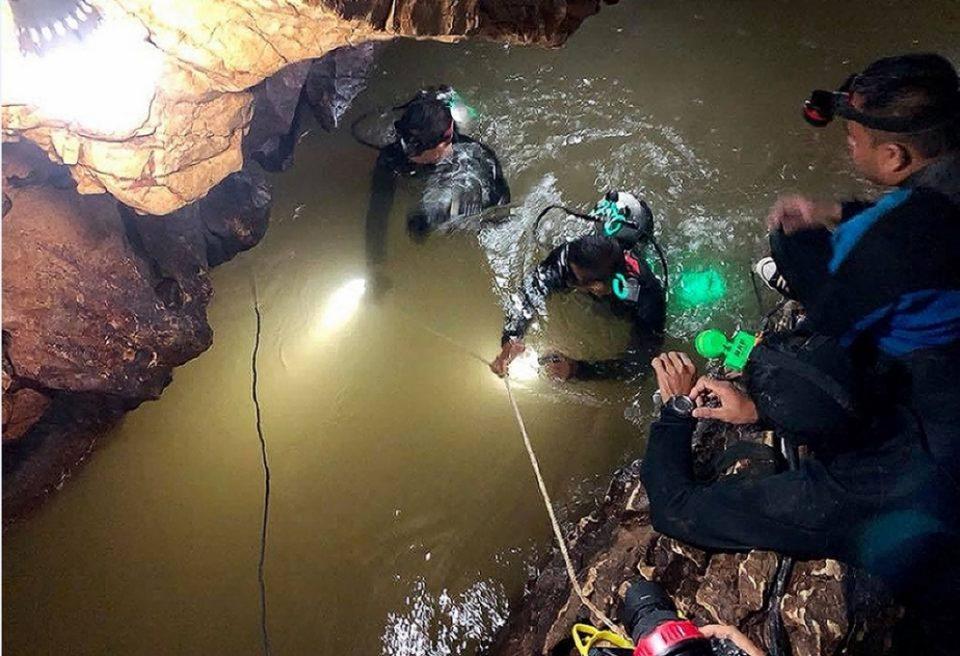 ВО ЖИВО: Извлекување на момчињата заробени во пештерата во Тајланд