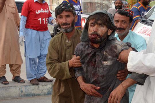 Утврден идентитетот на бомбашот самоубиец кој усмрти 149 лица во Пакистан